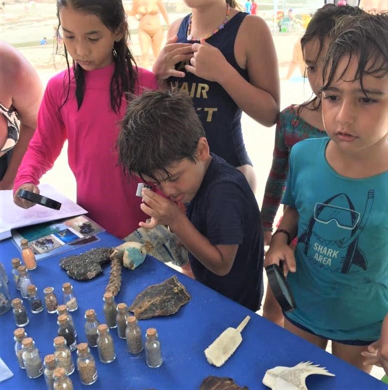 Ruston patrocina programa que forma pequenos 'guardiões do oceano' na praia de Itamambuca